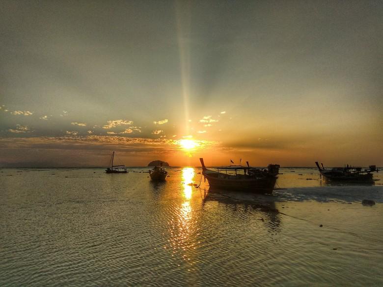 Východ slunce na Sunrise beach
