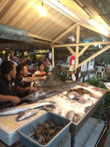 Tuhle mage rybu mají začátkem večera vystavenou v každé restauraci, ke konci večera už je většinou pryč.